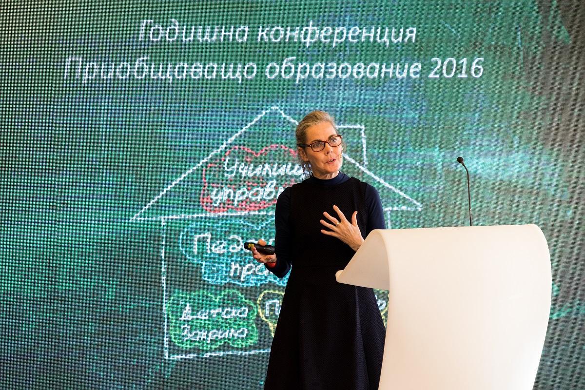 Ерин Макрайт, образователен специалист в изграждането на стратегии за професионално развитие на учители