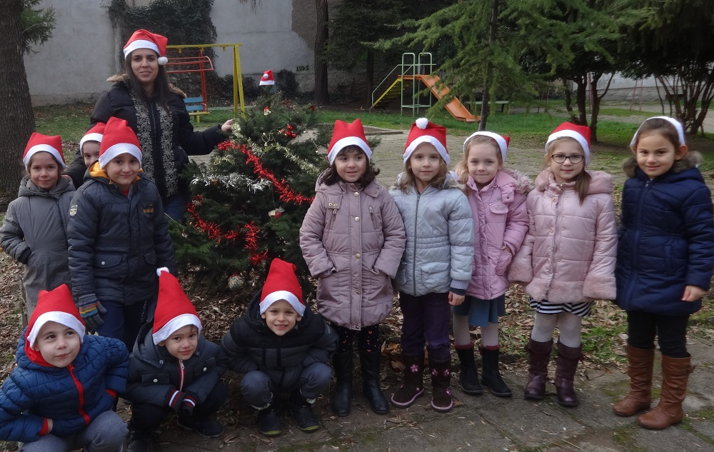 """Г-жа Йорданова и група """"Гъбка"""",  ДГ """"Иглика"""", гр. Плевен"""