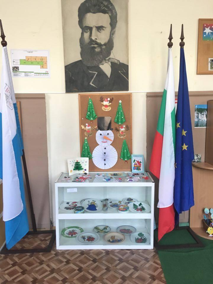 """Г-жа Пеева и ученици от 8 клас, ОУ """"Христо Ботев"""", с Горица, общ. Поморие"""